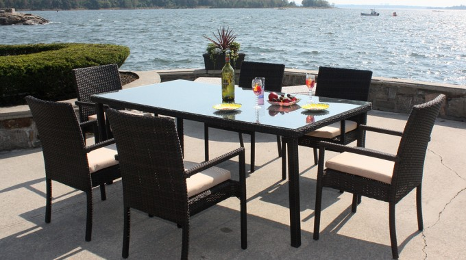 How To Entertain Outdoors And Protect Your Outdoor Furniture